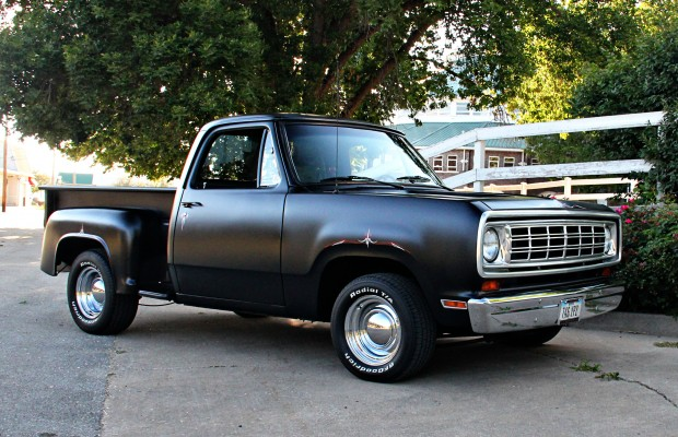 Tim and Laurie Clark's 1975 Dodge D100 Truck